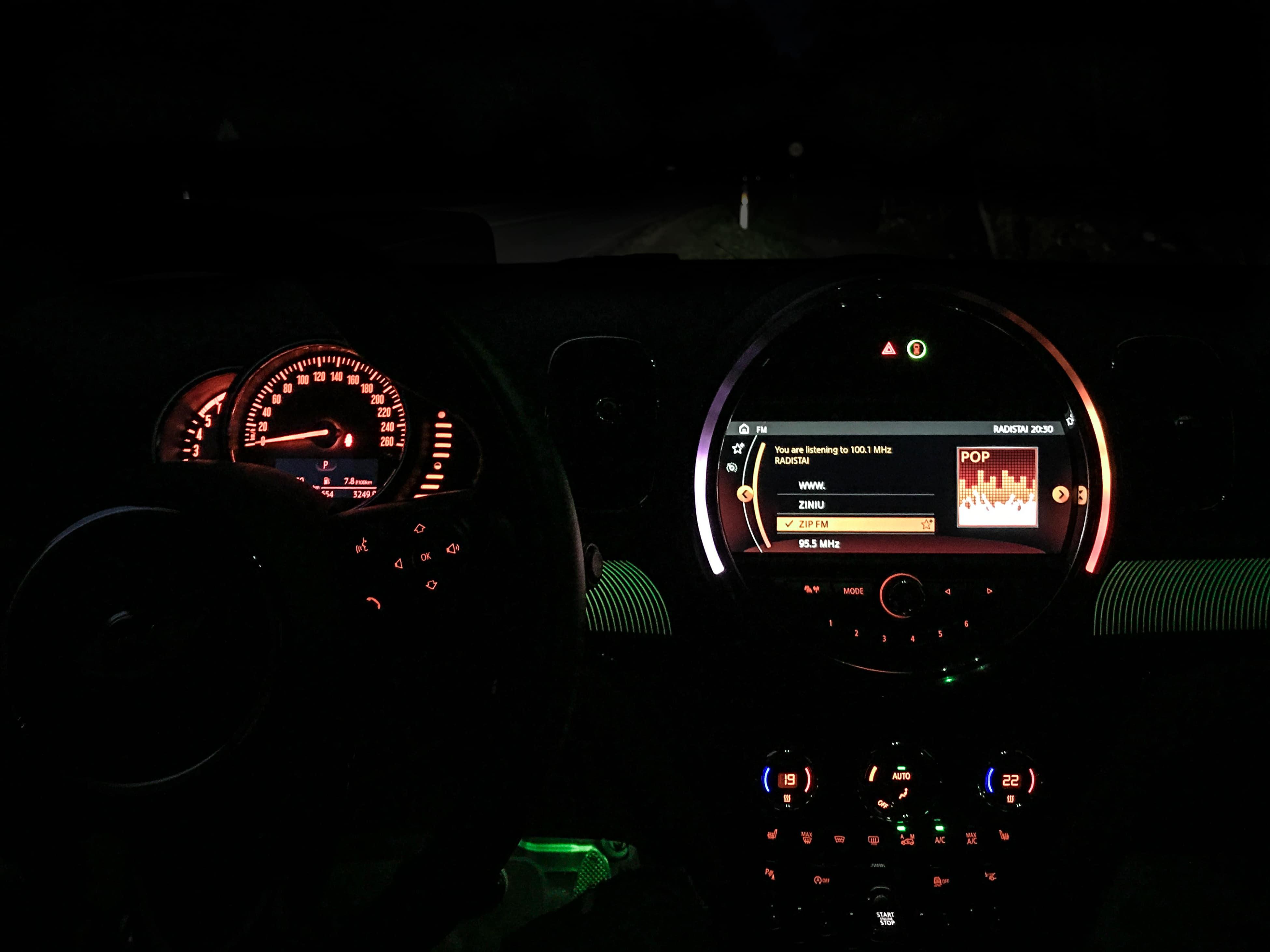 automobilis mini cooper